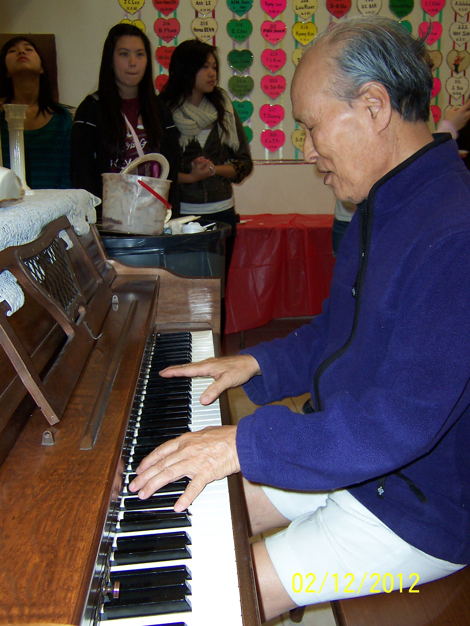 2012-02-12_WADY-Team-Party-for-Frail-Seniors_0045.JPG